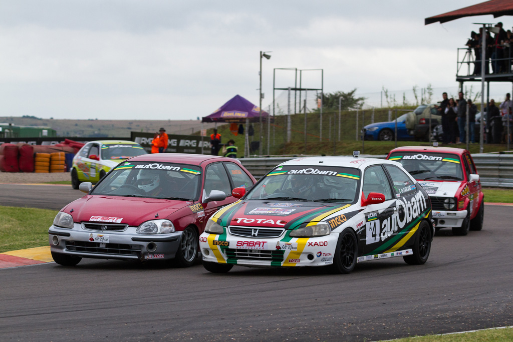 Brett Garland and Jonathan du Toit ran side-by-side for much of the opening race - Picture by Paul Bedford