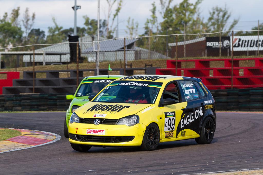 Hard fought autObarn SuperHatch win for du Toit at Zwartkops - RacePress