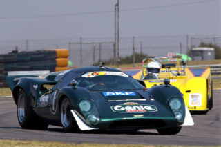 Larry Wilford (Lola T70) and Peter Jenkins (Chevron B29) fought for victory in the opening race for Pre-1974 International Sports Prototype cars. Picture by RacePics.co.za