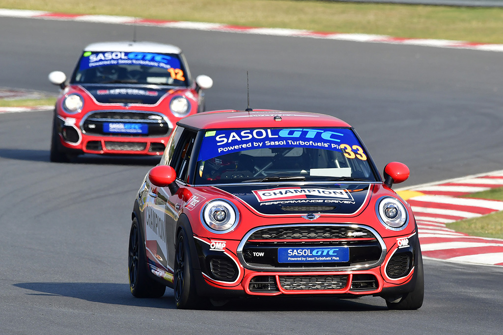 The Signature Motorsport MINI duo in formation at the start of Race 2